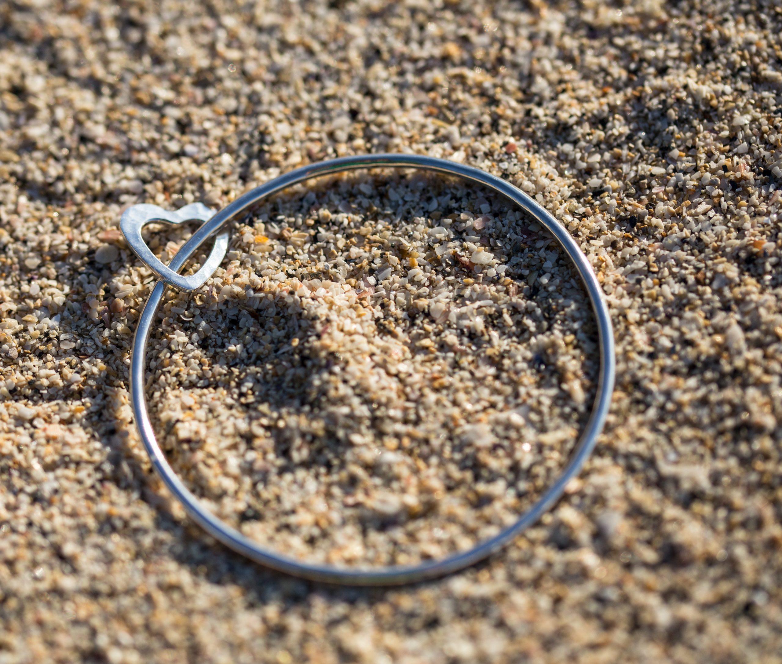 2mm bangle an open heart charm
