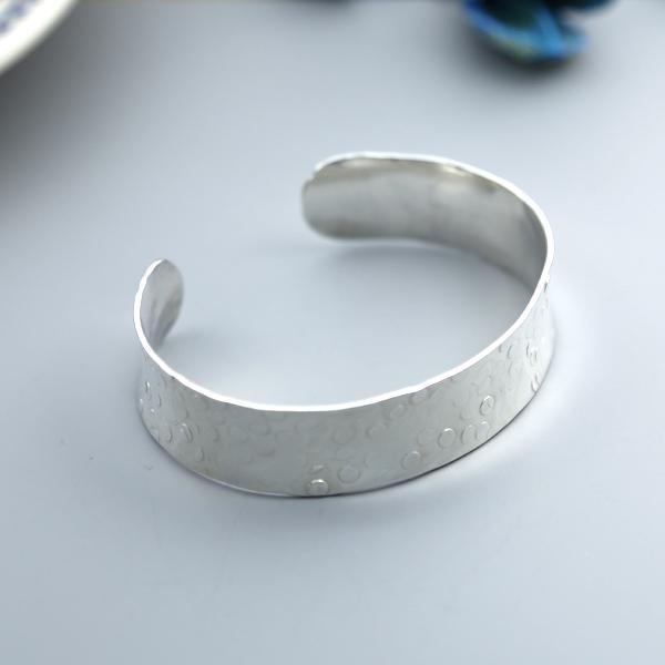 Medium disc hammered cuff