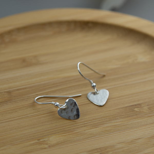 THE-tiny-heart-earrings01