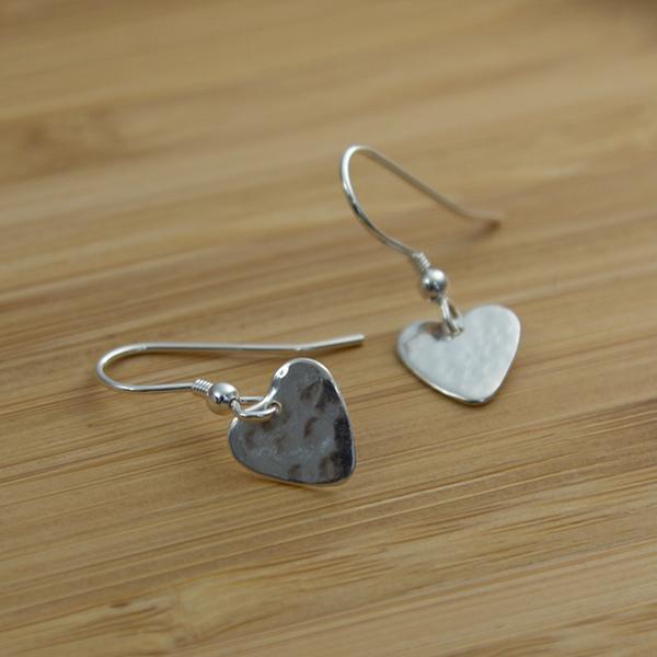 THE-tiny-heart-earrings02