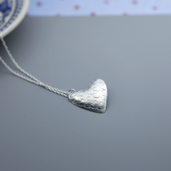 stamped-heart-pendant-LH2HP-02